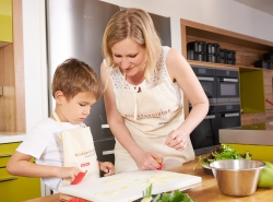 Parents and children : cooking with four hands : Tea-time !